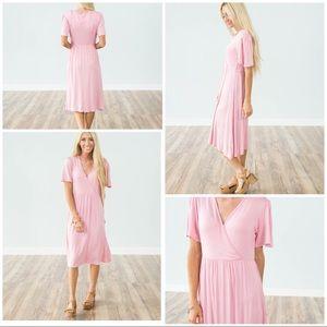 Dresses - ☀️🌵💕Pretty pink wrap dress, nursing friendly